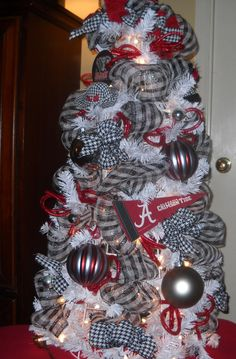 An Alabama Roll Tide Christmas Tree Alabama Decor, Alabama Crafts, Alabama Wreaths, Sweet Home Alabama, Christmas Tree Themes, All Things Christmas, Christmas Time, Christmas Crafts, Merry Christmas