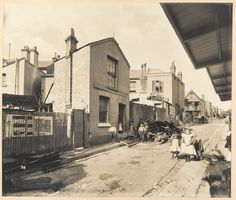 Hunt Street, during the plague in Sydney    1900
