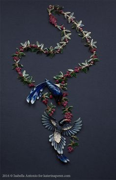 Ilgiz F. Parrots necklace made in gold, enamel, diamonds, sapphires, tourmalines http://www.katerinaperez.com/2016/04/01/inspired-by-nature-ilgiz-f/