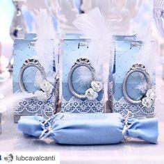 #Repost @lubcavalcanti with @repostapp. ・・・ Coisa mais linda os detalhes de nossa festa! Lindo lindo @atelierartemao ! Em gruipire - molduras - rosas e penas #frozen #frozenlub #frozenparty #decor #detalhes #celebrate #kidsparty @katejoenne
