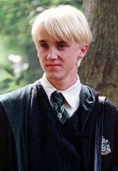 I got: Draco Malfoy. What Harry Potter Character Should be Your Boyfriend? Draco Harry Potter, Mundo Harry Potter, Harry Potter Characters, Harry Potter World, Drarry, Dramione, Draco Malfoy Aesthetic, Harry Potter Aesthetic, Tom Felton