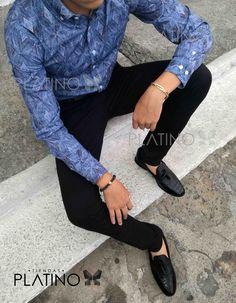 """Camisa diseño de rombo azul y pantalon de gabardina negro, calzado mocasín cocodriloen piel genuina. Artículos hechos en México por la marca """"Moon & Rain"""" y de venta exclusiva en """"Tiendas Platino"""" #TiendasPlatino #Moda #Hombre #Camisa #Pantalón #Calzado #Mocasín #Outfit #Mens #Fashion #Dapper #Ropa #México #Looks #Style"""