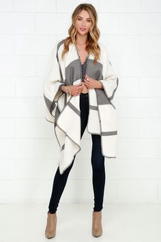 Pack up the Mountainside Villa Grey and Ivory Striped Poncho and head for the country! Cozy flannel fabric shapes a roomy open front poncho. Fall Winter Outfits, Autumn Winter Fashion, Look Fashion, Womens Fashion, Fashion Trends, Daily Fashion, Looks Chic, Mode Style, Casual Chic