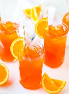 Aperol Spritz Cocktail is a delicious Italian Cocktail with only three ingredients including Prosecco, Aperol and club soda. It's a brilliant orange hue! Best Summer Cocktails, Popular Cocktails, Refreshing Cocktails, Fun Drinks, Alcoholic Beverages, Aperol Spritz Drink, Aperol Spritz Recipe, Summer Snack Recipes, Easy Holiday Recipes