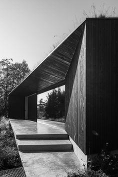 A Minimalist Villa Designed By FillieVerhoeven Architects Minimalist Architecture, Organic Architecture, Japanese Architecture, Modern Architecture House, Residential Architecture, Architecture Design, Pavilion Architecture, Classical Architecture, Ancient Architecture