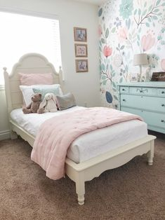 Are you in search of teenage girl bedroom ideas for small rooms? Then look through our girls bedroom decor ideas for inspiration! Pink Bedroom For Girls, Pink Bedrooms, Teenage Girl Bedrooms, Small Room Bedroom, Little Girl Rooms, Modern Bedroom, Bedroom Decor, Bedroom Ideas, Small Rooms