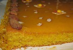 Ingredientes: 9 ovos. 450 gr de açúcar. 200 gr de amêndoa ralada. 5 colheres de sopa de pão ralado. 1 colher de chá de fermento em pó Manteiga para untar. Farinha para polvilhar. Decoração: Doce de ovos de compra Fios de ovos de compra. Miolo de... Portuguese Recipes, Portuguese Food, Sweet Life, Food And Drink, Gluten, Pudding, Banana, Portugal, Desserts