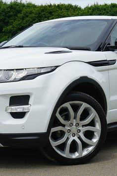 White Land Rover Range Rover Suv on Road · Free Stock Photo All Car Images, Car Photography, Stock Foto, Car Photos, Range Rover, The Body Shop, Amazing Cars, Take Care Of Yourself, Motor Car