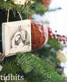 tidbits: nativity ornament {perfect for mass production - neighbor gifts} Picture Christmas Ornaments, Small Christmas Gifts, Nativity Ornaments, Diy Ornaments, Neighbor Christmas Gifts, Homemade Ornaments, Nativity Crafts, Neighbor Gifts, Christmas Nativity