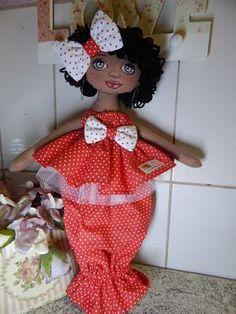 muñeca tira de la bolsa Doll Crafts, Sewing Crafts, Sewing Projects, Plastic Bag Holders, African Crafts, Sewing Dolls, Soft Dolls, Soft Sculpture, Handmade Decorations