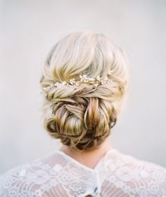 Elegant wedding hairstyles,bridal hairstyles Romantic Bridal Updos Wedding Hairstyles #elegant #chignon #weddinghairstyles #bridehair