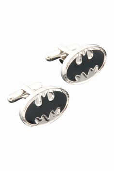 """This item is shipped in 48 hours, included the weekends. A pair of cufflinks with the silhouette of a black bat on a silver background. Material: Copper. Measurements: 0.87"""" x 0.55"""" ; 22 x 14mm Origin"""
