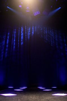 The catwalk! Scenograf Mona Knutsdotter. Ljusdesigner Maria Ros Palmklint. Fotograf Linda Sinkkonen. #lights #Theatre #stage #floor #spotlight