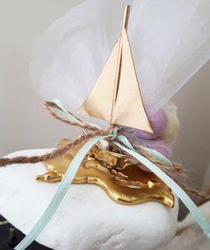 Μοναδικές μπομπονιέρες βάπτισης μεταλλικό καραβάκι πάνω σε βότσαλο καλεστε 2105157506