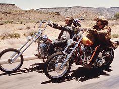 """Stars & Bikes - Prominente und ihre Motorräder: Peter Fonda und Dennis Hopper in """"Easy Rider"""". Harley-Davidson """"Captain Amercia"""" Chopper, Harley-Davidson """"The Billy Bike"""" Chopper."""