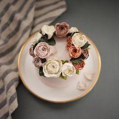 완성. 새로운 느낌의 작약 :) #플라워케이크 #플라워케익#koreanflowercake #flowercake #buttercream #韓式唧花 #韓式裱花 #裱花蛋糕 #써드아이엠