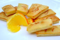Mini pavlovas au lemon curd et kumquats confits Cake Recipes, Snack Recipes, Cooking Recipes, Snacks, Breakfast Pizza, Best Breakfast, Pavlova, Financier Recipe, Desserts With Biscuits