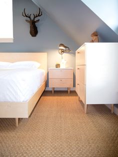 Ulm Queen Bed - Spot On Square