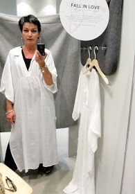 Mietin vain väriä... Ostin valkoisen tunikan. Otin siitä mallia ja ompelin toisen - arkikäyttöön sopivamman sävyise...