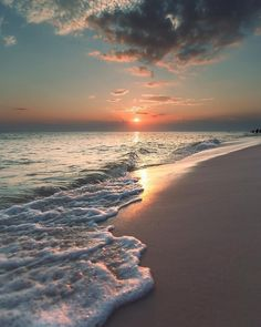 How to Take Good Beach Photos Beach Pictures, Nature Pictures, Beautiful Pictures, Beach Images, Boating Pictures, Relaxing Pictures, Nice Photos, Sunset Wallpaper, Nature Wallpaper