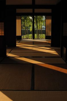 日本家屋、畳、和室/Japanese traditional folk house Japanese Style House, Traditional Japanese House, Traditional Interior, Traditional Kitchen, Japan Design, In Praise Of Shadows, Japanese Living Rooms, Japanese Interior Design, Kyoto