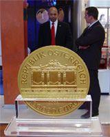 Těchto obřích mincí, které mají v průměru přes 37 centimetrů bylo vyrobeno a prodáno pouze 15 kusů.  Každá z nich má nominální hodnotu 100 000 Euro. Na výrobu jedné mince bylo zapotřebí 2,5 zlatých cihel standardu London Good Delivery Bar.