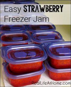 Strawberry Freezer Jam Easy Strawberry Freezer Jam {No jam or preserve making experience required!}Easy Strawberry Freezer Jam {No jam or preserve making experience required! Freezer Jam Recipes, Jelly Recipes, Freezer Cooking, Canning Recipes, Fruit Recipes, Freezer Meals, Sure Jell Freezer Jam Recipe, Easy Jam Recipes, Speggetti Recipes