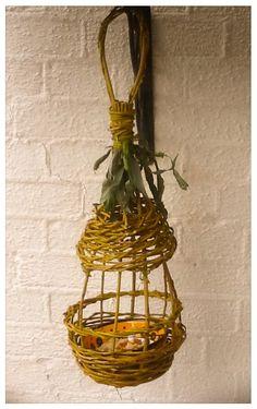 Willow bird feeder by Tjilpje