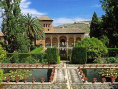 Ciudadela, fortaleza y residencia de los sultanes nazaríes, la Alhambra de Granada y el Generalife