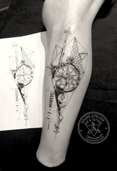 Clock tattoo. Epure atelier // Forcalquier // France // Tattoo artist : Marie Roura