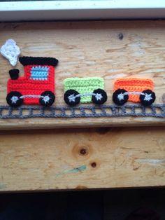 Hand Crochet Train Applique Motif Embellish - easy and adorable! Plastic Bag Crochet, Crochet Blocks, Crochet For Boys, Knit Or Crochet, Crochet Motif, Crochet Crafts, Hand Crochet, Crochet Flowers, Crochet Toys