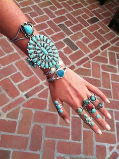I Love Jewelry I mean if I owned this much fabulous turquoise, I would probably try to wear it all too. Fashion Necklace, Fashion Jewelry, Jewelry Accessories, Jewelry Design, Mode Boho, Schmuck Design, Soft Grunge, Native American Jewelry, Body Jewelry