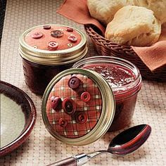Top jars of homemade Holiday Jam with batting and fabric and decorate with buttons.great for sharing with friends & neighbors! Jam Recipes, Canning Recipes, Holiday Recipes, Sweet Recipes, Jar Gifts, Food Gifts, How To Store Strawberries, Frozen Strawberries, Canning Pressure Cooker