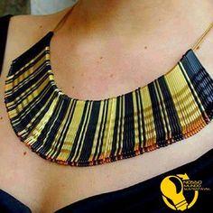Você quer arrasar na produção?? Faça este colar com grampos de cabelo. Aqui foram utilizados o preto e o dourado, mas você pode pintá-los com esmaltes e criar outras opções...