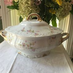 Heavenly Haviland Limoges France Covered Soup Tureen 1903 Theodore Haviland Limoges France Patent Applied For Antique Dishes, Vintage Dishes, Antique China, Fine China Patterns, Fine China Dinnerware, Crystal Glassware, Victorian Furniture, French Decor, Romantic Bedrooms