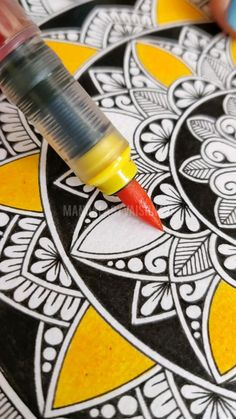 Mandala Art Therapy, Mandala Art Lesson, Mandala Artwork, Mandala Painting, Watercolor Mandala, Zentangle, Easy Mandala Drawing, Art Painting Gallery, Doodle Art Designs