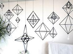 北欧の伝統的手工芸 「ヒンメリ」をストローで。出張レッスン | BG SHOP NOTE//雑貨好きのつれづれなる日々。 Wire Crafts, Fun Crafts, Diy And Crafts, Handmade Ornaments, Handmade Christmas, Straw Sculpture, Pretty Handwriting, Wedding Props, Geometric Art