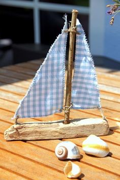 """Tja, dieses tolle Segelboot aus dem Buch """"Skandinavische Sommerzeit"""" ( ISBN: Well, this great sailing boat from the book """"Scandinavian Summer Time"""" (ISBN: has not given me any more peace … Seashell Crafts, Beach Crafts, Summer Crafts, Fun Crafts, Diy And Crafts, Book Crafts, Driftwood Projects, Driftwood Art, Diy For Kids"""
