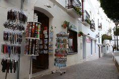 Mojacar es un pueblo blanco, formado por un laberinto de estrechas calles que recuerdan su pasado árabe.