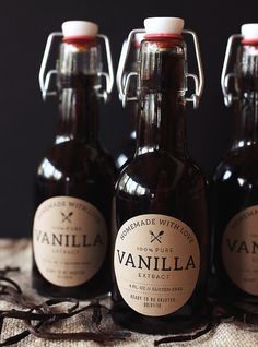 Easy-to-make homemade vanilla in a picture-perfect package from Tasty Yummies. This would make a fun gift any time of the year, and the free printables using Avery Kraft Brown Round Labels are a great (Drink Bottle Photography) Homemade Spices, How To Make Homemade, Homemade Gifts, Homemade Kahlua, Vanilla Extract Recipe, Vanilla Recipes, Nut Milk Bag, Cooking Recipes, Gourmet