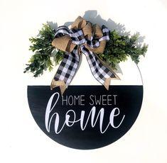 Welcome Door, White Doors, Door Signs, Door Hangers, Sweet Home, Cricut, Black And White, Christmas Ornaments, Holiday Decor