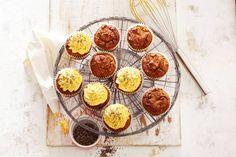Muffins zonder geraffineerde suiker? Door de kaneel en ahornsiroop mis je het niet. En met pompoen als basis zijn ze nog bijzonder ook - Recept - Allerhande