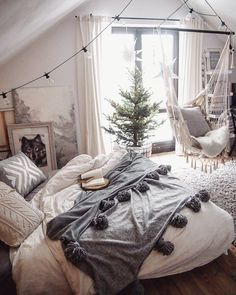 ❄️Christmas is coming❄️ Marzę już o Świętach. Marzę o tym spokoju, relaksie i atmosferze. A tymczasem gonitwa trwa. Wy też w niedoczasie? #boho #xmas #myhome #inspiration #interior4you1 #interior4all #passion4interior #roomforinspo #lights #tassel #hammock #hamak #xmastree #christmas #christmasinspiration #marideko #interior #interiør #cozy #hygge #winteriscoming #winter #roomporn #christmas #mynordicchristmas #whiteinterior