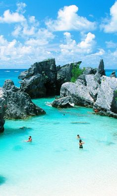 Why You Should Definitely Plan a Trip to Bermuda Bermuda Travel, Bermuda Beaches, Cruise Excursions, Cruise Vacation, Beach Vacations, Kings Wharf Bermuda, Bermuda Island, Places To Travel, Places To Go