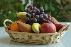 """Minus the other kinds of fruit, our """"cherry apple"""" arrangement can look like this - in a simple basket, piled up (and starting to rot. Cherry Apple, Kinds Of Fruits, Plum, Basket, Canning, Simple, Food, Essen, Meals"""