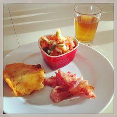 LCHF-HVERDAG: LCHF-morgenmad: Ostesprødt spejlæg, tomatsalat og bacon