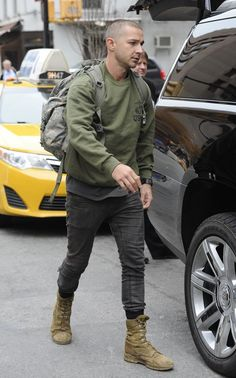 """Shia LaBeouf """"Live"""" by Rob Cantor Lainey Gossip Entertainment Update - Street Style Outfits Shia Labeouf, Rugged Style, Estilo David Beckham, Military Boots Outfit, Stylish Men, Men Casual, Stylish Clothes, Style Brut, Teen Fashion"""