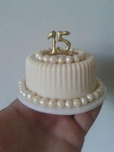 Mini bolos   Os mini bolos são muitos cotados e tem lugar garantidos nas festas e e... Fancy Desserts, Fancy Cakes, Mini Cakes, Mini Tortillas, Bolos Naked Cake, Huge Cake, Mini Wedding Cakes, Dipped Oreos, Love Cupcakes