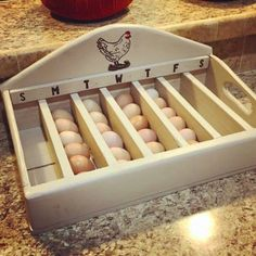 With this wooden egg holder you will never lose your oldest and freshest . - With this wooden egg holder you will never lose sight of your oldest and freshest eggs again - Backyard Chicken Coops, Chicken Coop Plans, Diy Chicken Coop, Chickens Backyard, Moveable Chicken Coop, Chicken Coop Pallets, Small Chicken Coops, Chicken Garden, Backyard Farming