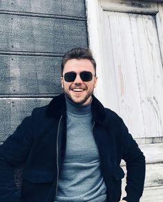 Handsome Actors, Hot Actors, Handsome Boys, Turkish Men, Turkish Actors, Cute Sunglasses, Round Sunglasses, Hair Scarf Styles, Cream Tees